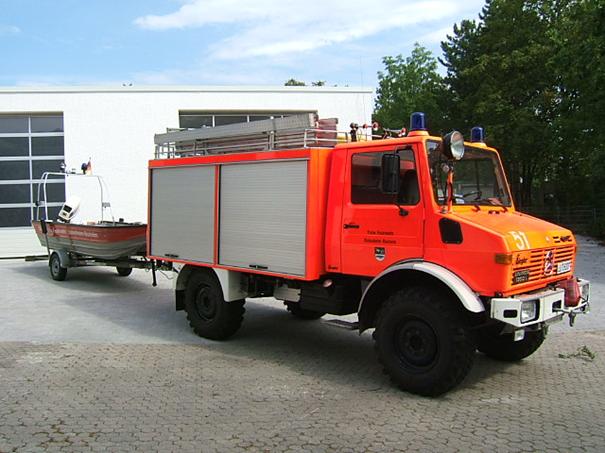 Gerätewagen Wasser mit Rettungsboot